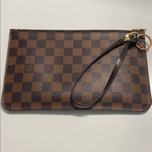 Louis Vuitton neverfull clutch